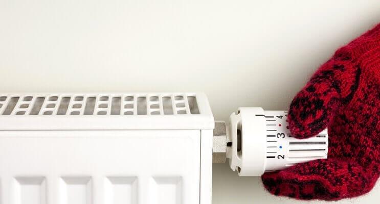 Почему плохо или не греет последний радиатор отопления